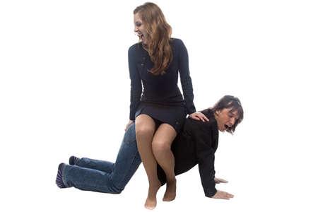 esclavo: Mujer sentada en el hombre en la chaqueta. Foto aislada con el fondo blanco.