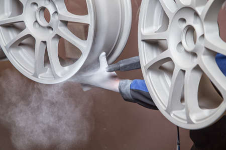 Process of powder coating wheels Standard-Bild