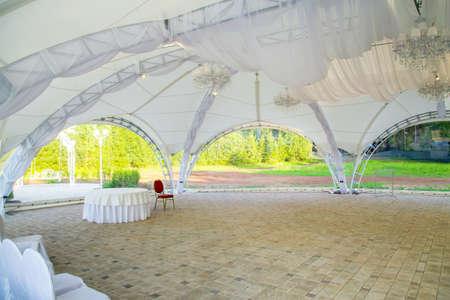 Photo of white wedding tent in summer 版權商用圖片