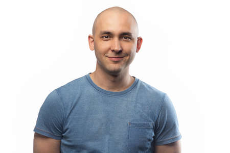 Photo of the young smiling bald man Imagens