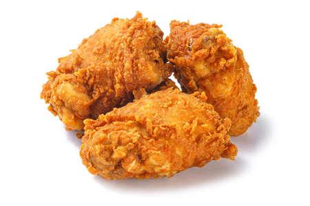 Photo de cuisses de poulet frit croustillant pané sur fond blanc Banque d'images