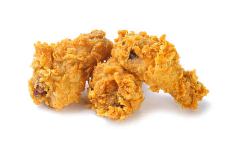 Foto von gelben knusprigen Hühnerbeinen auf weißem Hintergrund