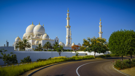 The imposing Sheikh Zayed Grand Mosque in Abu Dhabi Stock Photo