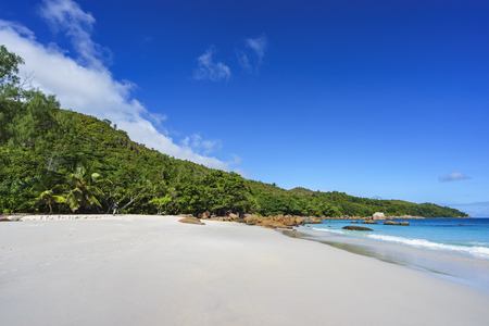 climas: Picturesque dream beach with white sand, golden granite rocks, palm trees, turquoise water and a blue sky at anse lazio on praslin island on the seychelles. Simply paradise...