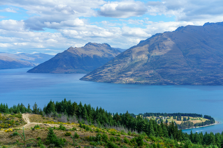 hiking the queenstown hill walkway with views of lake waktipu and the remarkables, otago, new zealand Standard-Bild - 114658932