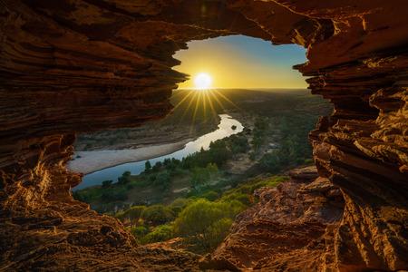 sunrise at natures window in the desert of kalbarri national park, western australia 免版税图像