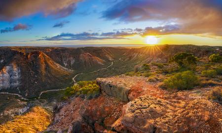 Vista panoramica del tramonto su Charles Knife Canyon vicino a Exmouth, Australia occidentale