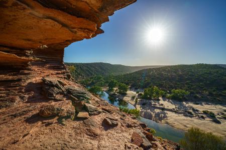 Hiking the canyon. sun over natures window loop trail, kalbarri national park, western australia 免版税图像
