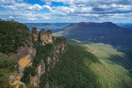 famous three sisters in katoomba, blue mountains national park, new south wales, australia
