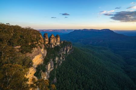 sunset at three sisters lookout, blue mountains national park, australia