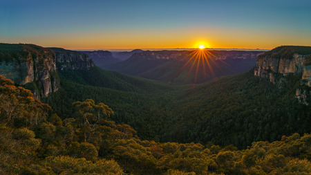 sunrise at govetts leap lookout, blue mountains national park, australia