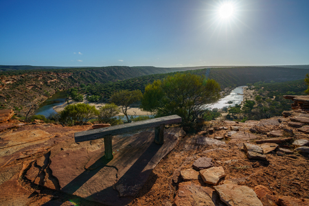 Hiking the canyon. sun over natures window loop trail, kalbarri national park, western australia 免版税图像