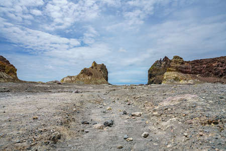 moonscape inside of volcanic crater on white island in new zealand 免版税图像