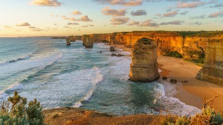 twelve apostles marine national park at sunset, great ocean road at port campbell, victoria, australia Stockfoto