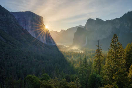 sunrise at the tunnel view in yosemite national park, california in the usa