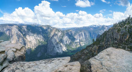 hiking the pohono trail to the taft point, yosemite national park in the usa Stok Fotoğraf