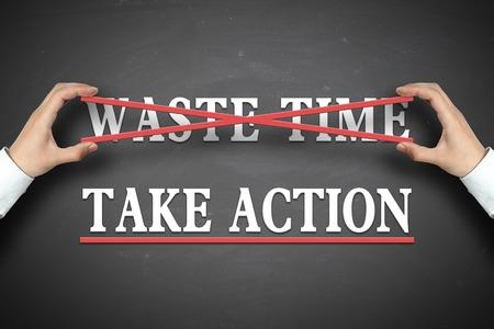 Zakenman selecteert de Take actie concept op het bord.