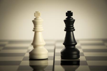 ajedrez: Estrategia del ajedrez concepto está en el tablero de ajedrez.