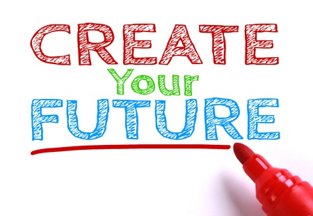 and future vision: Texto Crea tu futuro con marcador rojo a un lado aislado en fondo del Libro Blanco