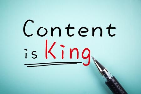 rey: Contenido de texto es el rey con subrayado y un bolígrafo a un lado.