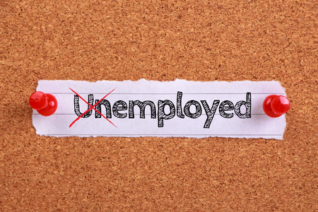 note paper: Note paper with text Employed not Unemployed is pinned on the wooden cork.