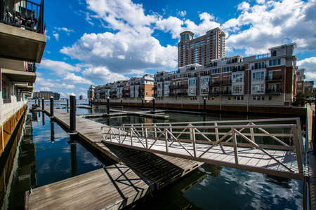 md: Pier Homes Waterfront in Federal Hill in Batimore, Maryland