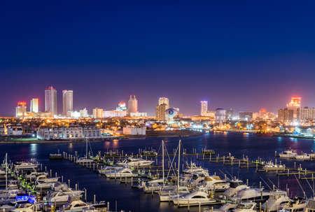 見下ろす状態マリーナ港、ニュージャージー州アトランティック ・ シティの夕暮れ