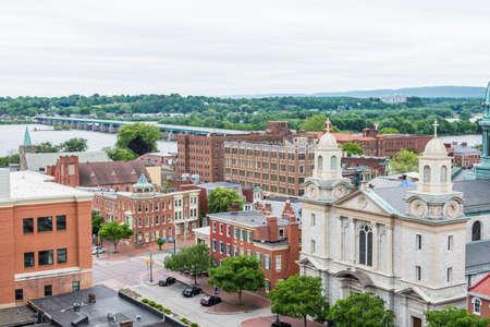 Luchtfoto van het historische centrum van Harrisburg, Pennsylvania naast de hoofdstad