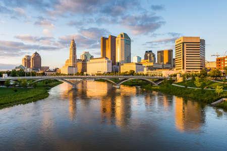 콜럼버스, 오하이오에서 200 만년 공원 다리에서 스카이 라인 스톡 콘텐츠