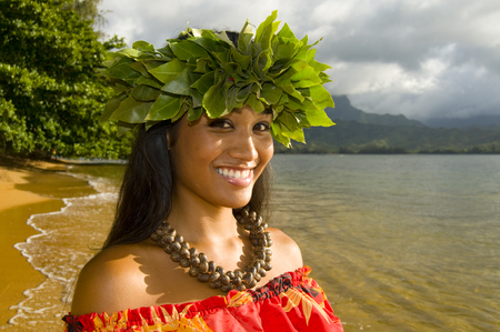 ハワイ ビーチに笑みを浮かべて十代の少女の肖像画