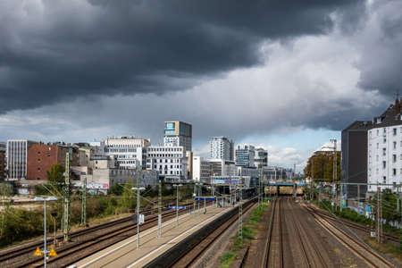 Düsseldorf Downtown District Skyline Thunderstorm City Cloudy Sky 版權商用圖片