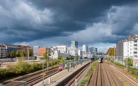 Düsseldorf Downtown District Skyline Thunderstorm City Cloudy Sky Archivio Fotografico