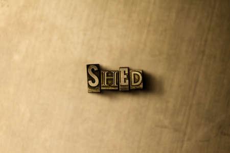 SHED - close-up de grungy vintage formatado palavra em pano de fundo de metal. Ilustração livre de direitos autorais. Pode ser usado para anúncios em banners online e mala direta. Foto de archivo - 72732451