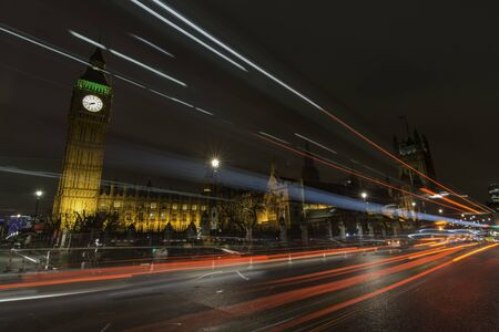 Long exposure shot of Big Ben and the Houses of the Parliament in London at night Foto de archivo
