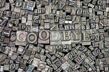 Zbliżenie starych używanych liter metalu przygotowana ze słowem Bye