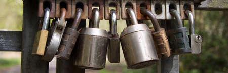 ゲートを左側に南京錠の選択
