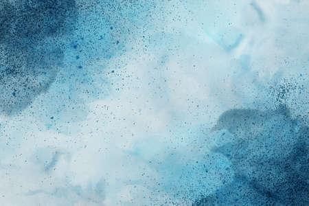 파란색의 그늘에서 추상 다채로운 수채화 배경