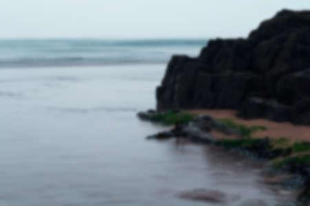 adentro y afuera: Disparo de larga exposici�n de mar procedente de fuera de foco.