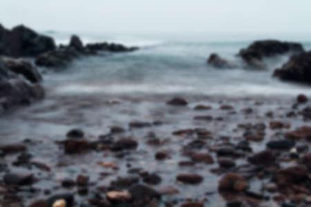 adentro y afuera: Disparo de larga exposición de mar procedente de fuera de foco.