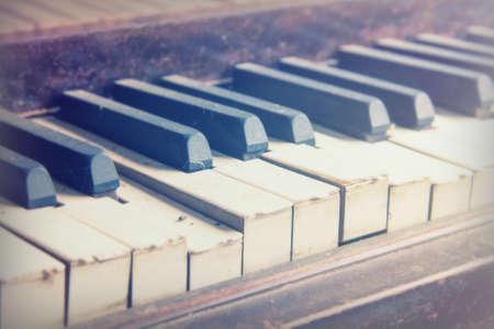 Keys from an old broken and damaged piano Standard-Bild