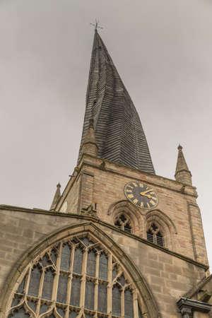 チェスター フィールドの教会 (セント メアリー アンド オール セインツ教会) は、イギリス、ダービーシャー州のチェスター フィールドの町にあり