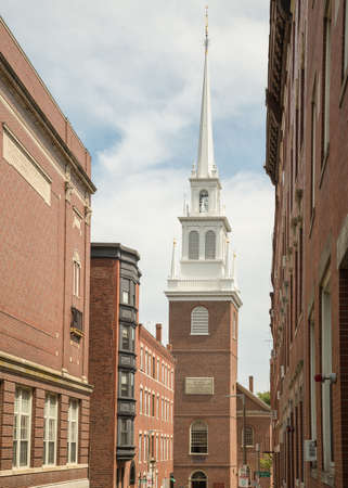 The signal lanterns of Paul Revere displayed in the steeple of this church April 18 1775 warned the country of the march of the British tropps to Lexington and Concord, part of the Boston Freedom Trail 新聞圖片