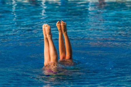Aquatic synchroonzwemmen paren meisjes finale dansprogramma aan de onderdanen kampioenschappen