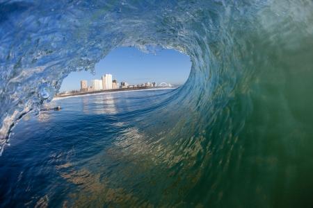 Surfers buis surfen golf uitzicht op Durban s Surf City Stockfoto