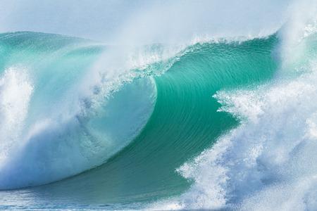 Ocean Wave holle crashen curling breken Sea Water Stockfoto