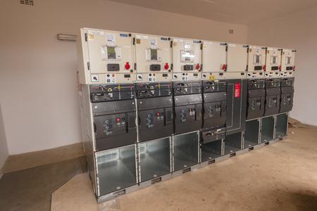 Nouveau nouvelle sous-station électrique pour l'installation du câblage. Banque d'images