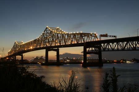 puente del río del vale de baton rouge