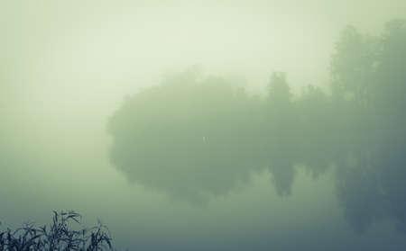 mistige ochtend op de LSU-meren in Baton Rouge
