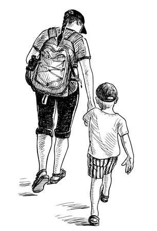 배낭을 메고 산책하는 어린 아들을 든 젊은 여성