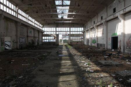 abandonnée hall industriel